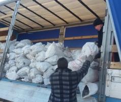 В Торецке волонтеры продолжают снабжать углем социально незащищенные слои населения
