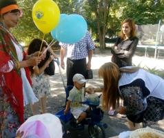 Волонтеры БФ Александра Романовского угостили горожан вкусными пирогами